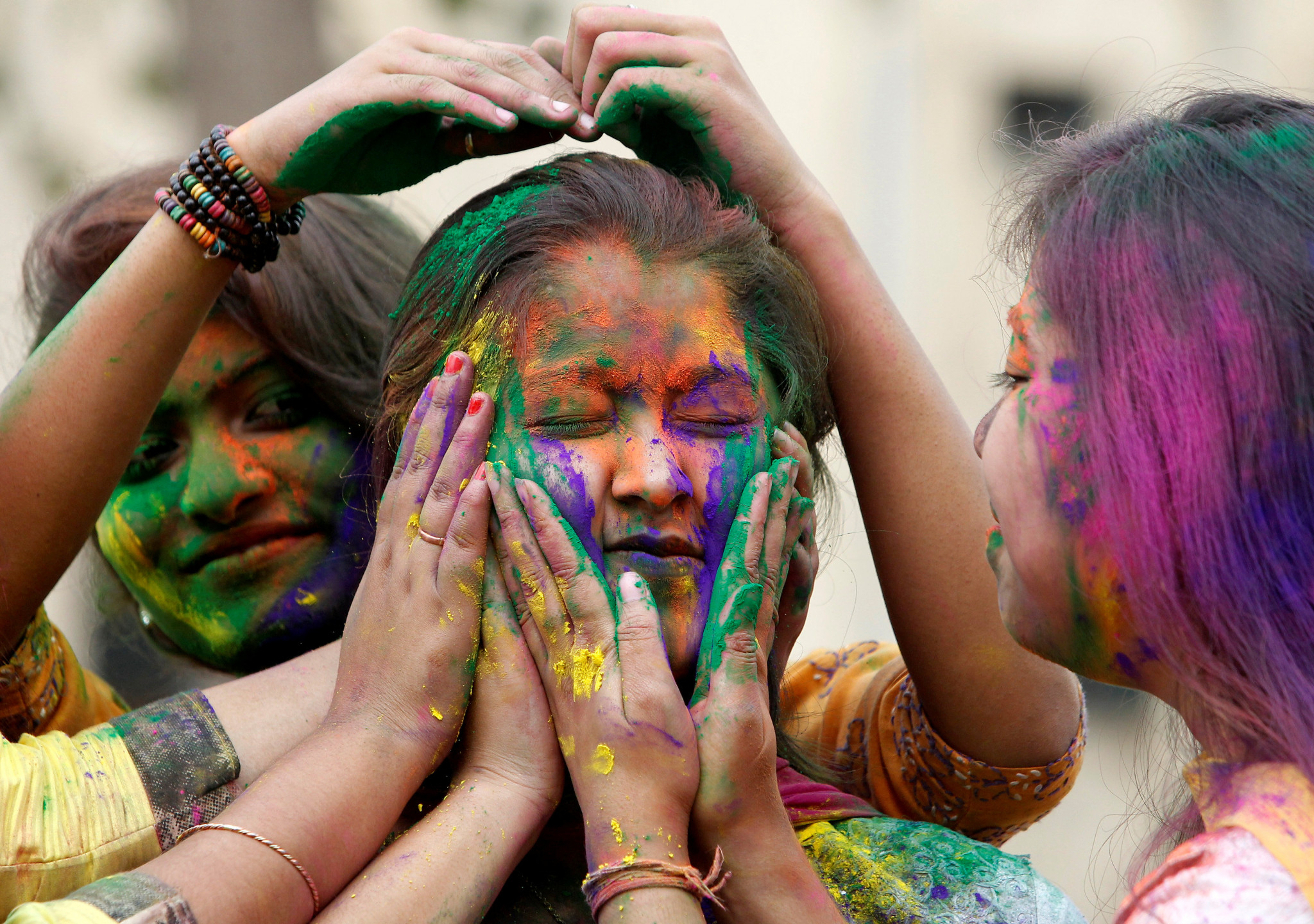 an analysis of holi in hindus Brandan kelly from bloomington was looking for very short essay on holi in hindi romeo butler found the character trait analysis essay exampleesl school.
